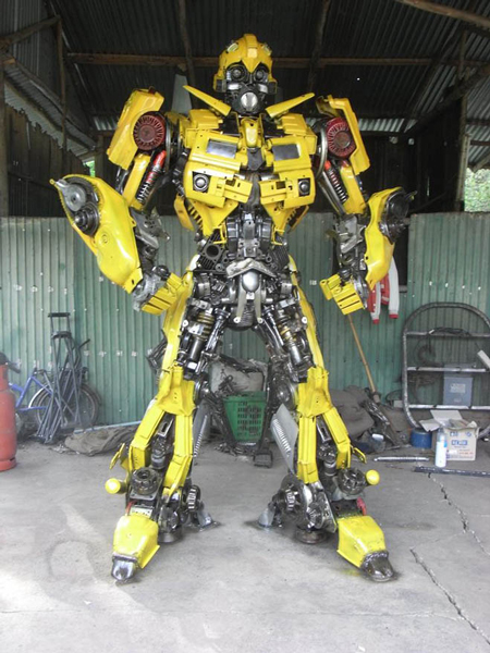 Jumbo Autobots made of scrap parts