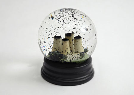 No Globes: a smog-filled snow globe