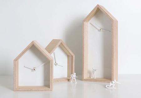Albert showcase clock by Sven Stornebel