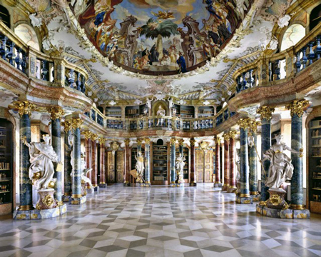 Silent halls of european palaces
