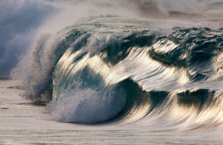 Powerful-Waves8-640x415