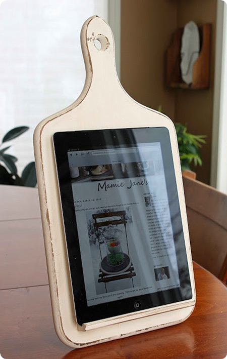 Kitchen tablet stands