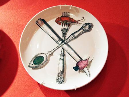 fornasetti-plates-il-patto-forte-designboom-08
