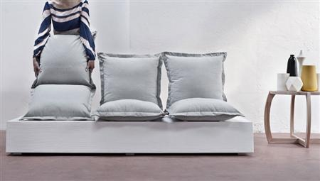 Customizable seats in flexible facile sofa