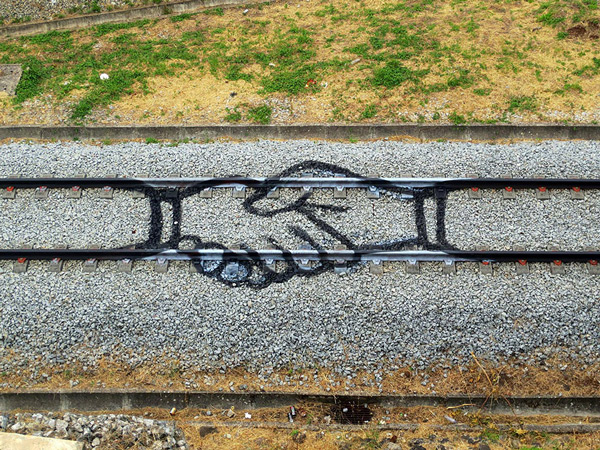 train-tracks-bordalo-1