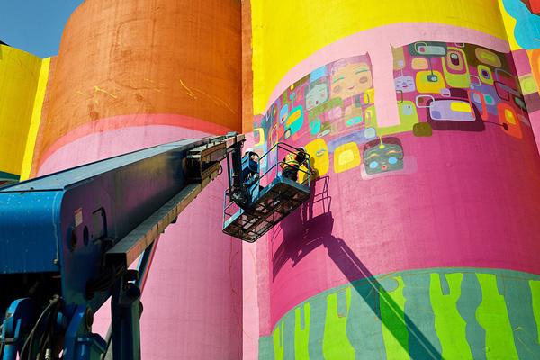 giants-industrial-silos-graffiti-os-gemeos-10