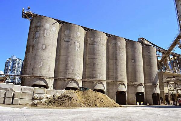 giants-industrial-silos-graffiti-os-gemeos-7