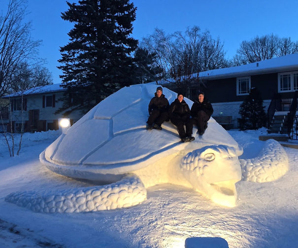 12 amazing snow sculptures