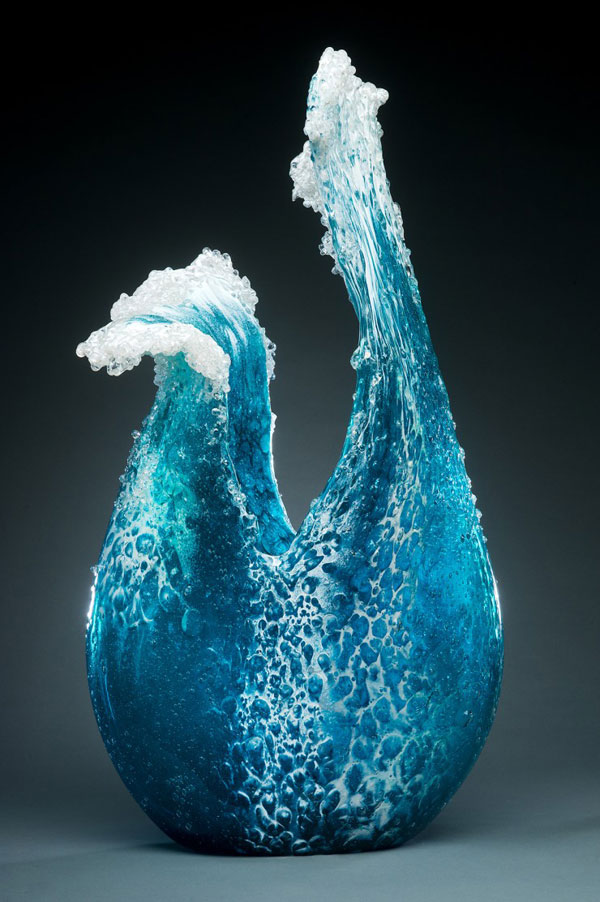 Spectacular glass sculptures that look like splashing waves