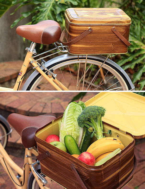 Vintage picnic basket for your bicycle