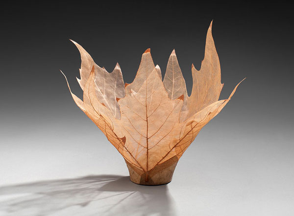 Delicate bowls made of leaves