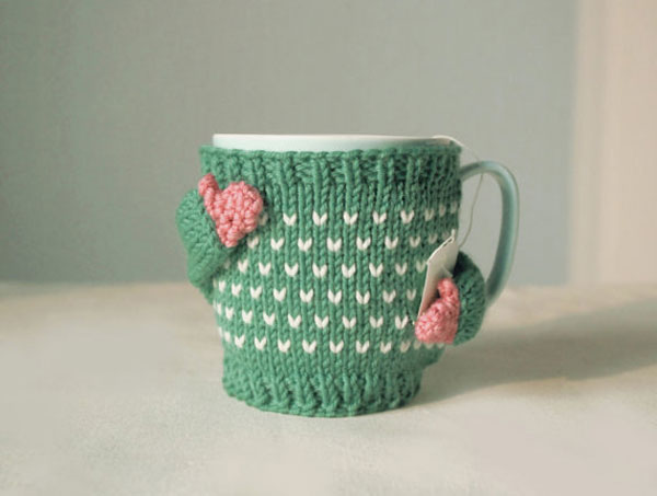 Coffee mugs get hand-knitting sweaters to stay warm