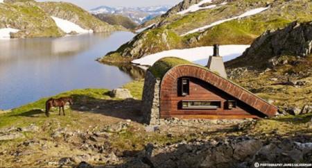 tiny-norwegian-hunting-cabin-468x251
