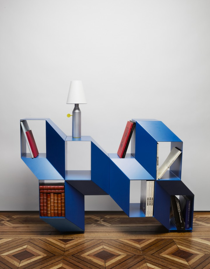 A shelf that changes appearance depending on your point of view