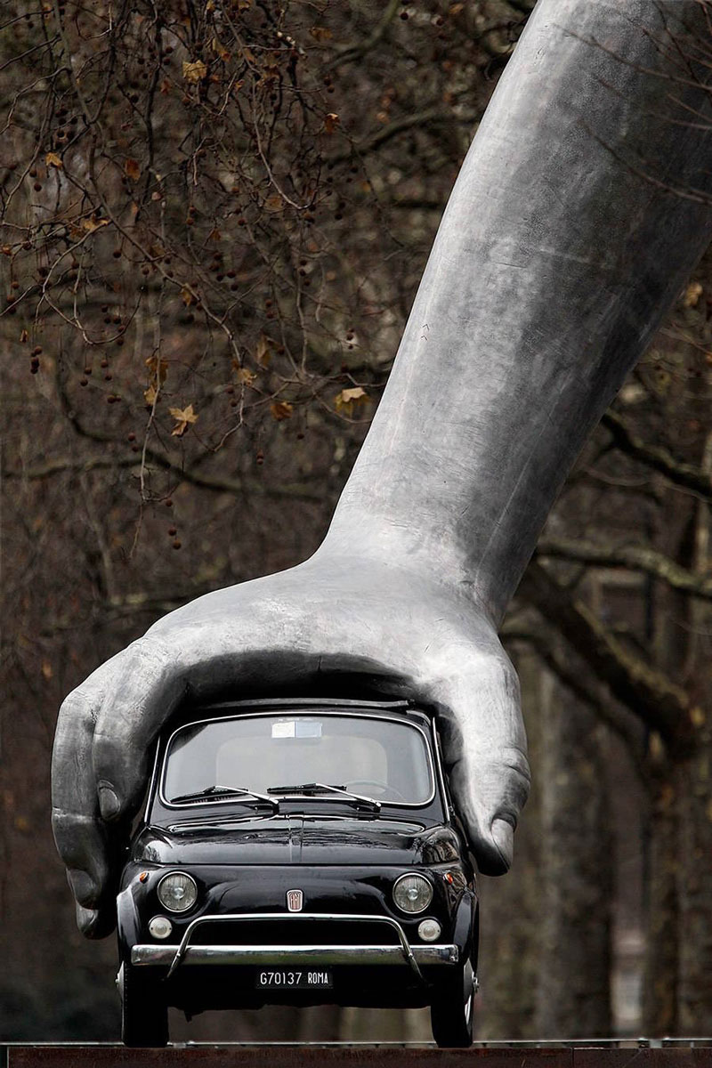 Vroom Vroom: a spectacular sculpture that includes a car by Lorenzo Quinn