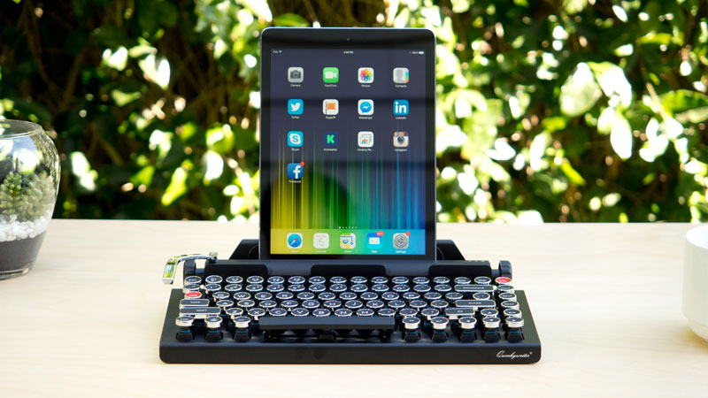 Qwerkywriter: a tablet keyboard that looks like a mechanical one