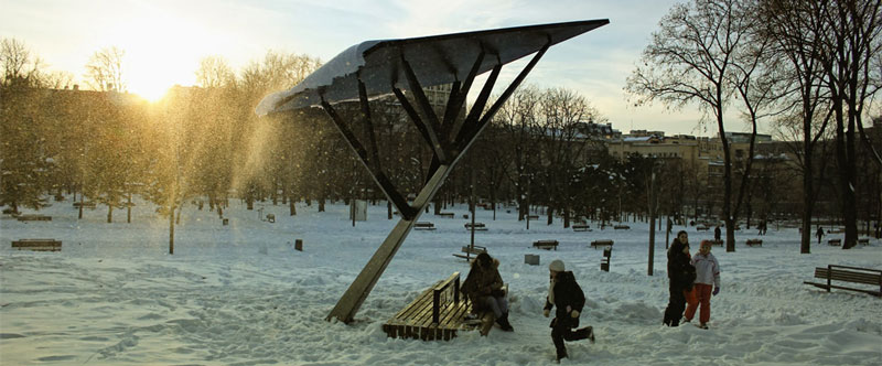 Strawberry trees: solar-powered street furniture to charge your devices