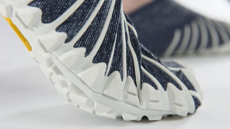 Furoshiki-Vibram-shoes