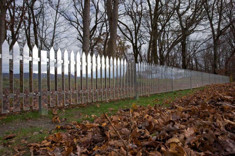 89855-R3L8T8D-650-mirrored-fence-by-alyson-shotz-2