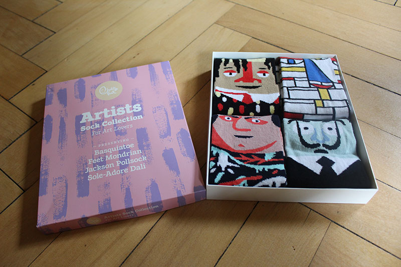 Chatty feet artistic box: when Feet Mondrian meets Jackson Pollsock